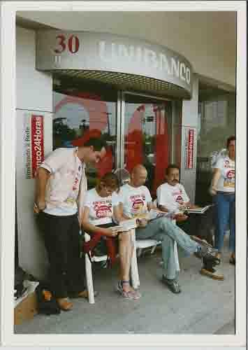 CAMPANHA SALARIAL/2004 Paralisação Unibanco Ag. Agmenon Magalhães. Dir. SEEC/PE: Alan, Jaqueline, Junior Guerra, Bitú, Mª José, – 04/08/2004(Foto: Alexandre Oliveira/Lumen)