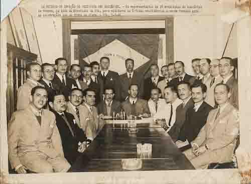 1º Decenio da Criação do Instituto dos Bancários – os representates de 28 Sindicatos do Bancários se reúnem, na sede do Sindicato do Rio de Janeiro, para estudarem as últimas providências a serem tomadas para  as celebrações que se tinha em vista. - 07/07/1944